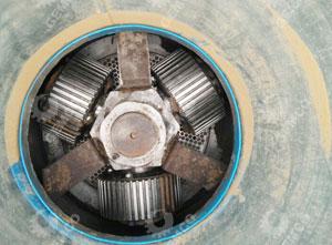 400型饲料颗粒机采用三辊设计,合金钢选材。