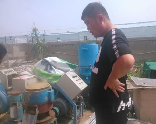 烟草制粒成生物质燃料 郑州客户下单300型动盘颗粒机